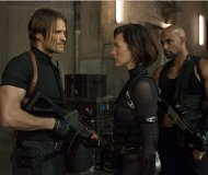 Milla Jovovich (Alice) et Léon S. Kennedy (Johann Urb) dans Resident Evil Retribution