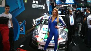 Paris Games Week 2013 : sexy babe Gran Turismo 6